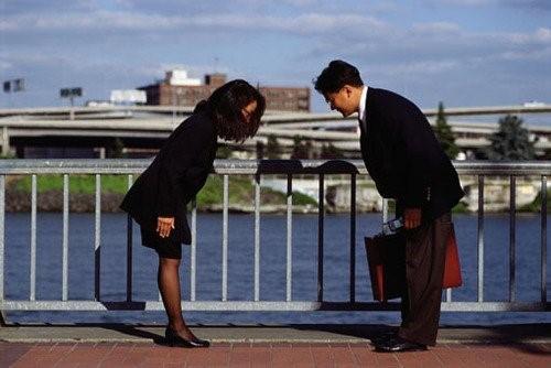 Cúi đầu - Cử chỉ giao tiếp cơ bản của người Hàn Quốc