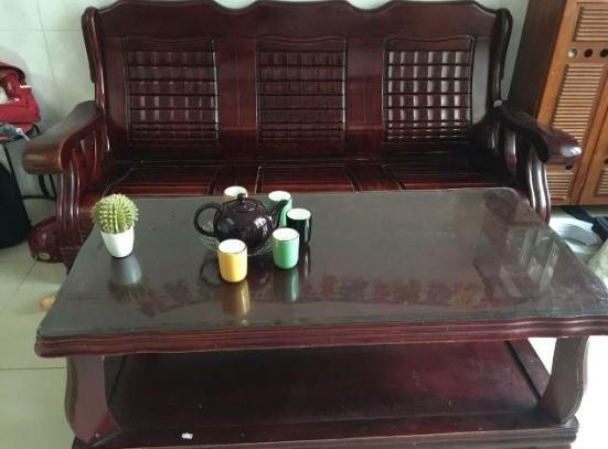 Không gian bàn ghế
