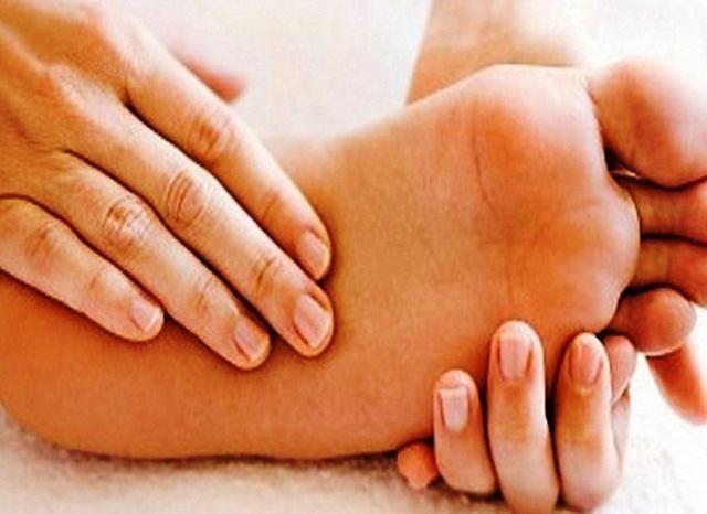 Bệnh chân tay lạnh gây cho người bệnh nhiều phiền toái trong cuộc sống