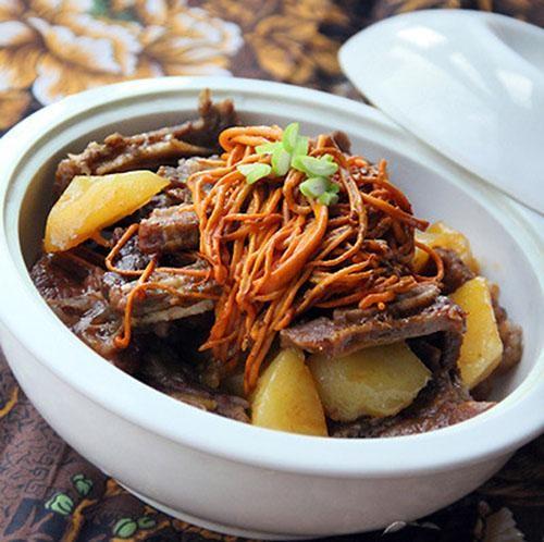 Món ăn bổ dưỡng đông trùng hạ thảo hầm sườn heo