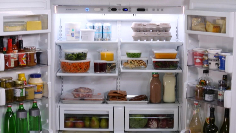 Thực phẩm sắp xếp gọn gàng giúp vệ sinh tủ lạnh dễ dàng hơn