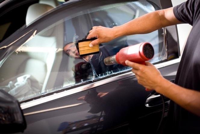Phim cách nhiệt là một vật dụng không thể thiếu cho chiếc ô tô của bạn.