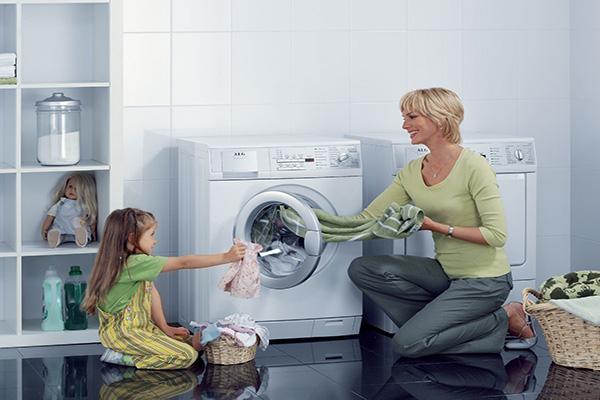 Hướng dẫn vắt quần áo bằng máy giặt