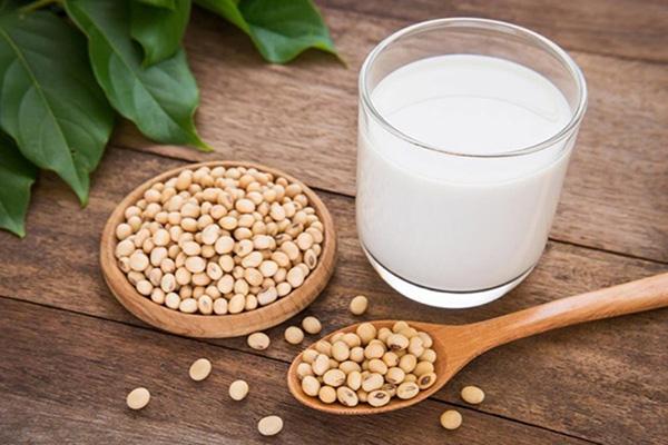 Uống sữa đậu nành thường xuyên có tốt không?