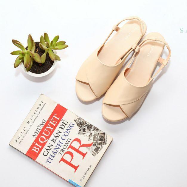Sandal quai dây - lựa chọn tuyệt vời cho người có đôi bàn chân to trong hè này
