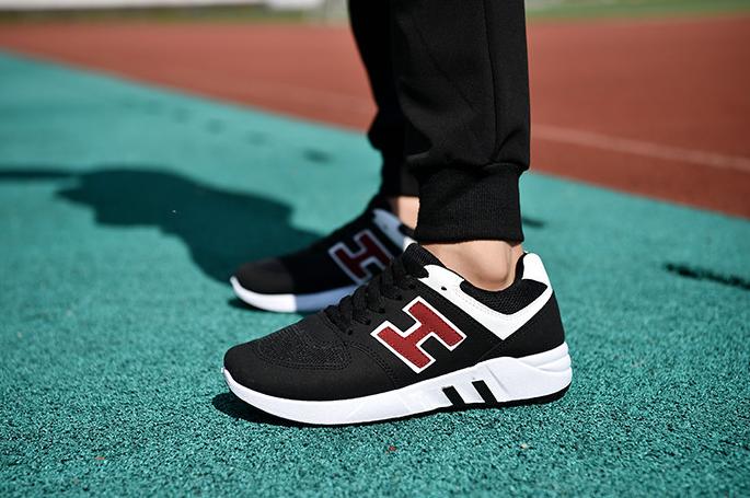 Bạn nên chọn đôi giày chạy bộ có đệm giảm sốc cho toàn bộ đôi chân và gót chân ổn định