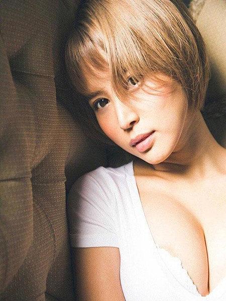 Tsukasa Aoi – thân hình nóng bỏng