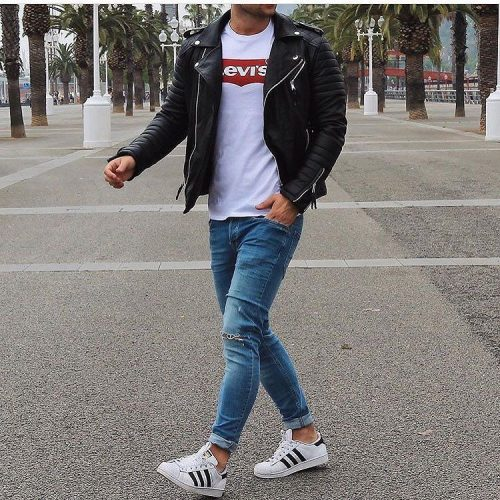 Áo phông + quần Jeans + giày Adidas